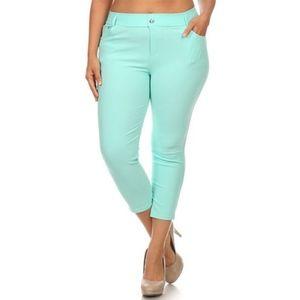 Pants - Plus Size Capri Jegging. Turquoise. NWT